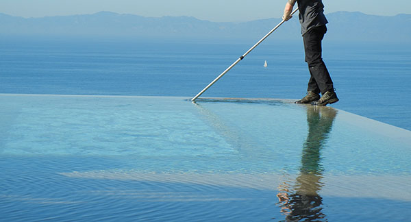 Limpieza y rejuntado piscinas mantenimiento de piscinas for Limpieza de piscinas