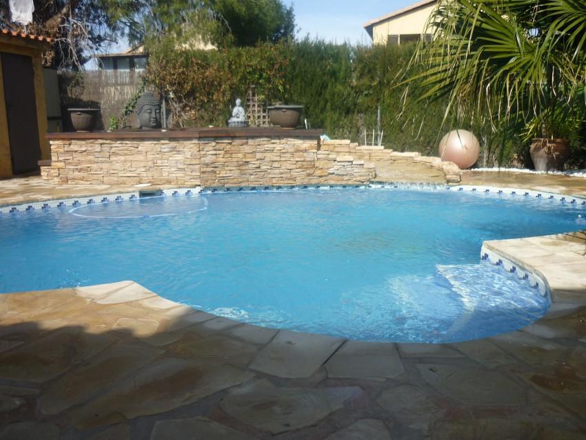 Mantenimiento piscina particular de piedra natural